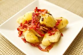 『ポテトサラダ』 じゃがいもとベーコンとオリーブオイルで作るシンプルなサラダ